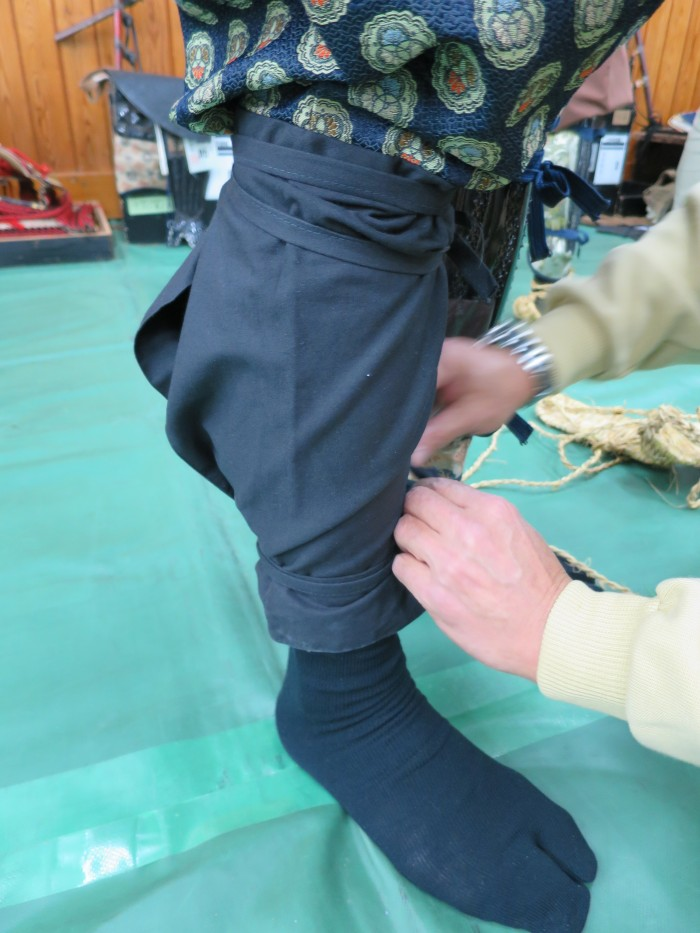 More body wrapping, this time for the lower part of the leg.