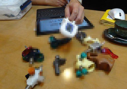 川口盛之助 Morinosuke Kawaguchi showing some of his gadget designs