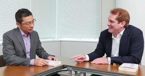 川口氏(左)とアトキンソン氏(写真:加藤 康)